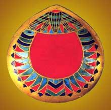 Dahshour: Collier. Or incrusté de lapis-lazuli, turquoise et cornaline. XIIè dynastie. Le Caire, musée égyptien. (Site Egypte antique)