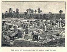 Abydos: le temple funéraire de Ramsès II ou Memnonium. Vue générale des ruines. Dessin de la fin du XIXè siècle. (Site Egypte antique)