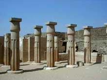 Saqqara: Tombe de Horemheb (fin XVIIIè dynastie). Reconstitution. (Site Egypte antique)
