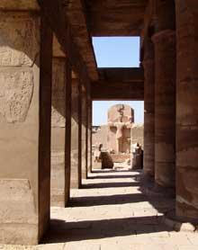Karnak: le grand temple d'Amon. Salle des Fêtes de l'Akh-Menou, salle d'apparat de Thoumôsis III. (Site Egypte antique)