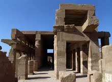 Karnak, sanctuaire d'Amon: salle des fêtes de l'Akh-menou. (Site Egypte antique)