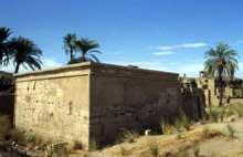 Karnak, sanctuaire d'Amon: temple de Ptah. (Site Egypte antique)