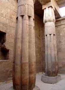 Louxor: le temple d'Amon-Rê: salle hypostyle. (Site Egypte antique)