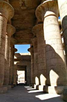 Louxor: le Ramesseum. Salle hypostyle. (Site Egypte antique)