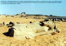 Ouadi es-Seboua: l'hémispéos de Ramsès II. XIXè dynastie. Statue couchée de Ramsès II initialement devant le pylône. (Site Egypte antique)