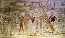 Abydos, temple funéraire de Séti I. Erection du pilier Djed par Sethi aidé d'Isis. Le pilier Djed est un symbole osirien, il représente sa colonne vertébrale.XIXè dynastie (1295-1186). (Site Egypte antique)