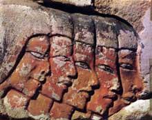 Karnak. Relief des courtisans du IXè pylône. Règne d'Horemheb, XVIIIè dynastie. (Site Egypte antique)