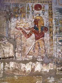 Karnak, le domaine d'Amon Râ. Bas relief du temple de Konshu montrant Ramsès III. XIXè dynastie. (Site Egypte antique)