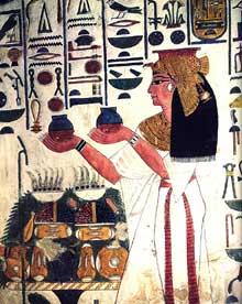 Thèbes, vallée des Reines, tombe de Nefertari. La reine faisant des offrandes. XIXè dynastie, vers 1265. Relief de stuc peint. (Site Egypte antique)