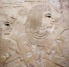 Sheikh Abd el-Gourna. Tombe de Ramose. Les parents de Ramose, Neby et Apouya. XVIIIè dynastie, vers 1360. Peinture sur stuc. (Site Egypte antique)