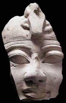 Statue d'AménophisI datant de l'époque de Ramsès II. Calcaire, 12,8cm. Paris, Louvre. (Histoire de l'Egypte ancienne)