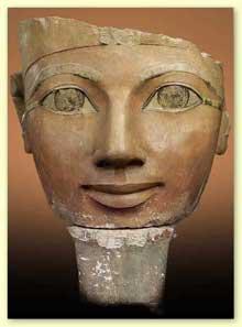 Statue de la reine Hatchepsout. Deir el-Bahari. Calcaire peint, 61cm. XVIIIè dynastie. Le Caire. (Site Egypte antique)