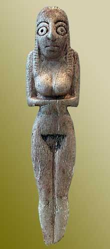 Egypte, culture de Nagada I: statuette de femme en os. Musée du Louvre. (Site Egypte antique)