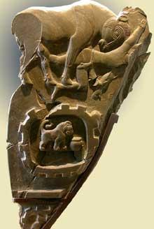 Egypte, culture de Nagada III: grande palette à fard à relief, célébrant une victoire. Paris, musée du Louvre. (Site Egypte antique)