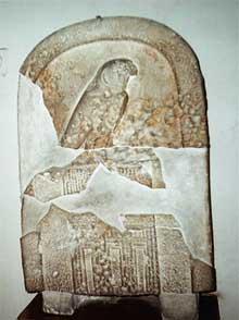 Stèle de l'Horus Djer trouvée à Abydos. Iè dynastie. (Site Egypte antique)