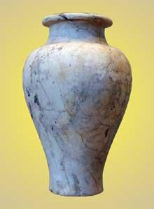 Vase en marbre. Règne du pharaon Horus Khasekhemouy (Nebouy Hotep-Imef). IIè dynastie. Musée du Louvre. (Site Egypte antique)