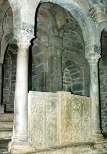 Santa Cristina de Lena: l'église. Le chancel. Vers 845