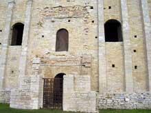 Santa Maria del Naranco: façade sud. Vers 845
