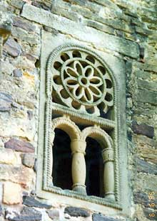 San Miguel de Lillo sur le mont Naranco: fenêtre de l'église. Vers 848