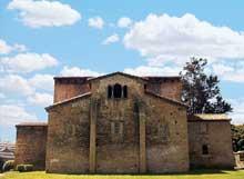 San Julian de los Prados à Santunallo: l'église. Façade orientale. Vers 840
