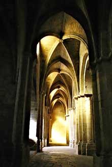 Poblet, l'abbaye. L'abbatiale. Bas côté