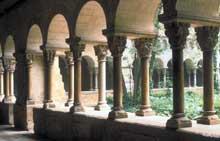 San Cugat del Vall�s�: le clo�tre de la premi�re moiti� du XII�. L��tage du haut est du XVI�