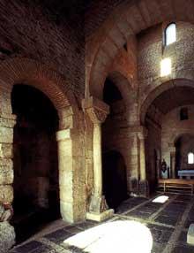 San Pedro de la Nave (Province de Zamora). Le sanctuaire wisigoth. VIIè siècle. L'intérieur