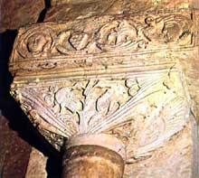 San Pedro de la Nave (Province de Zamora). Le sanctuaire wisigoth. VIIè siècle. Chapiteau: oiseaux picorant du raisin