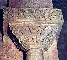 San Pedro de la Nave (Province de Zamora). Le sanctuaire wisigoth. VIIè siècle. Chapiteau. Daniel dans la fosse aux lions