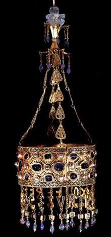 Trésor wisigoth de Guarrazar: couronne votive de Receswinthe, vers 670. Madrid, musée archéologique national