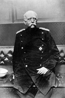 Otto von Bismarck photographié en 1897: forger une Allemagne «durch Blut und Schwert», «par le sang et le fer»