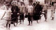 Participant avec enthousiasme à la «mission civilisatrice» de l'Europe, l'Eglise envoie ses légions des «Missionnaires» évangéliser, construire, soigner, instruire… Ici, un «pionnier» de l'évangélisation du Congo, le missionnaire spiritain monseigneur Prosper Augouard (1852-1921) du côté de Brazzaville en 1890