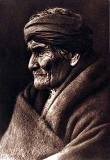 Geronimo, le chef indien apache (1829-1909), symbole de la vaine résistance des Indiens aux «colonisateurs» blancs