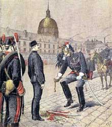 5 janvier 1895: la dégradation du capitaine Dreyfus dans la cour de l'école militaire de Paris