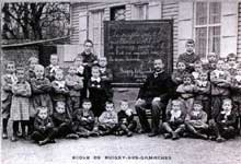 La France se modernise, grâce en partie à l'action des «Hussards de la république»: une école rurale en 1902