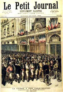 Le sport, une des grandes nouveautés de cette «belle époque» et de la France opulente… Ici, page de garde de la course Paris-Belfort dans «Le Petit journal» de juin 1902