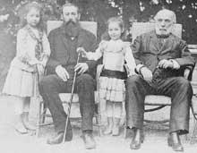 Daniel Wilson, deux de ses filles et son beau-père Jules Grévy (à droite) en 188