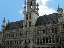 Bruxelles: l'hôtel de ville (1402-1455) est l'unique édifice gothique de la Grand Place. (Histoire de l'art - Quattrocento