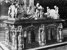 Conrad Meit (1480-1550): tombeau de Philippe de Savoie. 1530, albâtre. Eglise de Brou, Ain