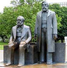 Monument à Karl Marx et Friedrich Engels à Berlin