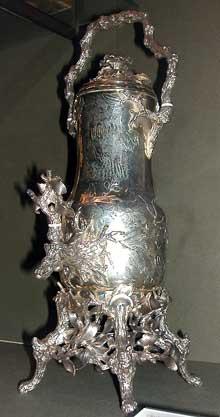 Charles Odiot: Fontaine à thé. Vers 1840. Argent, Ivoire. Paris, Musée du Louvr