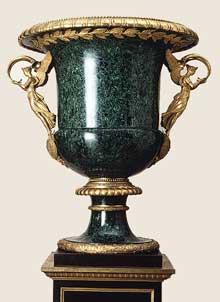 Pierre-Philippe Thomire : vase. 1819. Malachite, bronze. Hauteur avec piédestal: 279.4 cm; hauteur du vase: 171.5 cm. New York, Metropolitan Museum