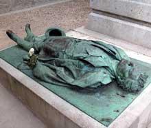 Aimé Jules Dalou: gisant de Victor Noir. Paris, Cimetière du Père-Lachaise