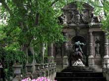 Auguste Ottin: Polyphème surprend Acis et Galatée. 1866. Paris, Fontaine des Médicis, Jardin du Luxembourg