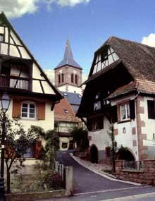 Albé: l'église. (La maison alsacienne)