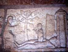 Andlau: détail du porche de l'abbatiale: la création d'Eve