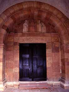Andlau�: le porche de l�abbatiale
