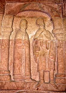 Andlau: détail du bas relief du portail
