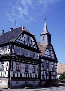 Betschdorf: l'église de Kuhlendorf date de 1820. (La maison alsacienne)