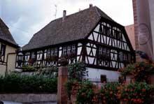 Boersch: belle maison à colombage, place de l'Hôtel de Ville. (La maison alsacienne)